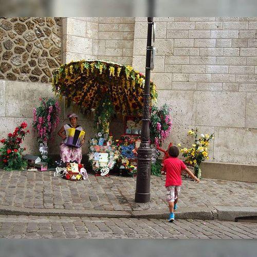 sublime Ecrin de Musique Accordeon à Paris Montmartre Streetmusic Streetmusician Musiquederue Toujoursparis France Jaimelafrance Magnifiquefrance Parisjetaime Sacrecoeur Basilique Basiliquesacrecoeur Souslecieldeparis Accordion Jaideuxamoursmonpaysetparis Jaideuxamours