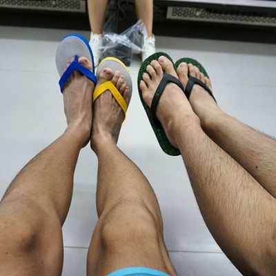 Korea Japan Train Subway Foot Friend Me Sandals Four Go