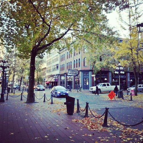Downtown Vancouver Gastown Waterstreet beer pints lamplighter autumn fall sunshine weekend