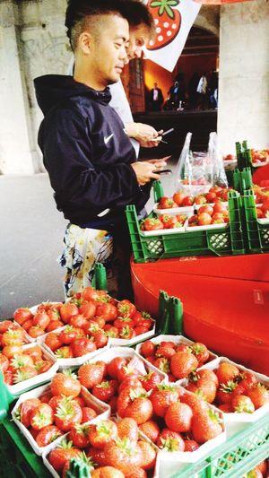 ベルリンといえばイチゴ。デカくて美味しい。 hHealthy EatingfFreshnesssStrawberry