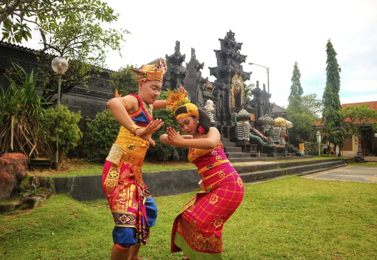 Fisherman Dance Bali Bali, Indonesia Balinese Baliphotography Balinese Culture Balinese Life Bali Art And Culture Balineses Traditional Clothes At Pura Balinese Dancer Balinesegirl Balineses Young Man Tree Friendship Young Women Togetherness Smiling Happiness Childhood Full Length City Spraying