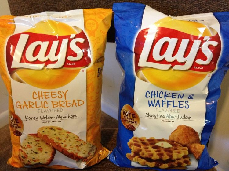These LAYS #CheesyGarlicBread VS #Chicken&Waffles