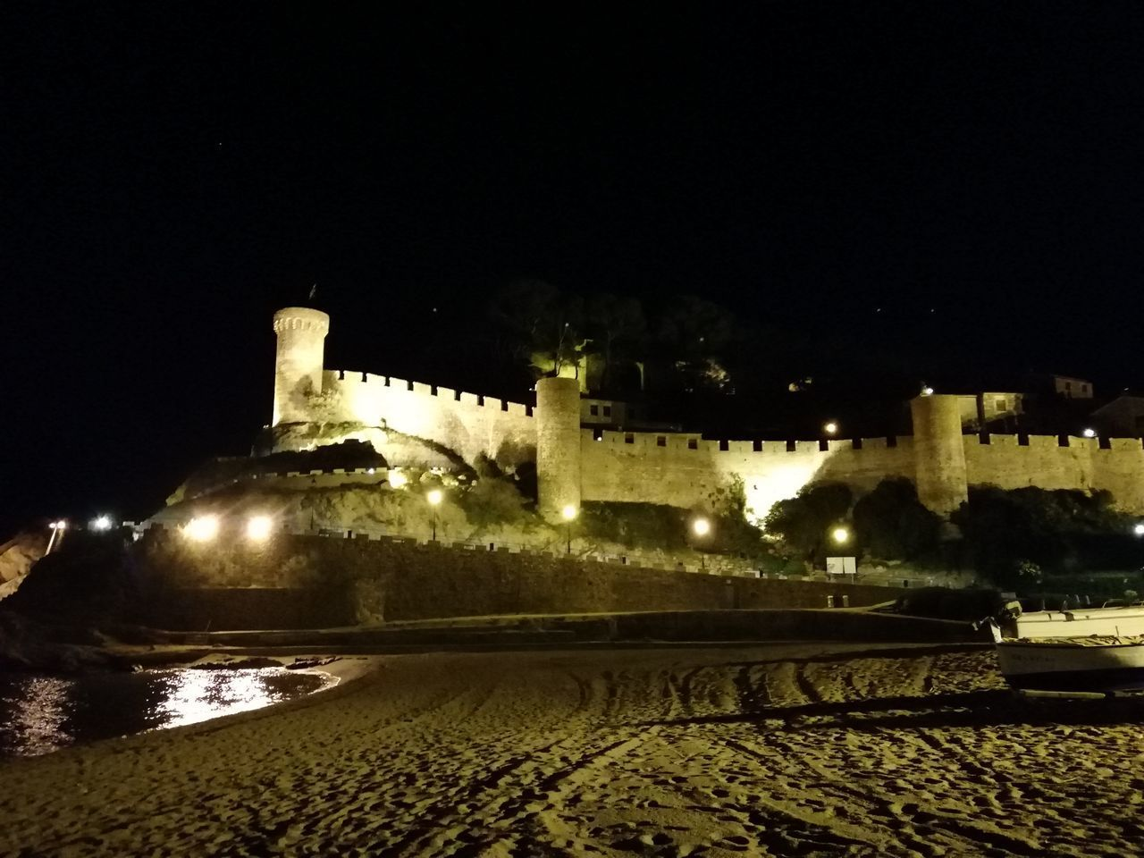 night, architecture, building exterior, illuminated, built structure, history, the past, nature, building, copy space, sky, no people, city, fort, water, ancient, land, outdoors, old