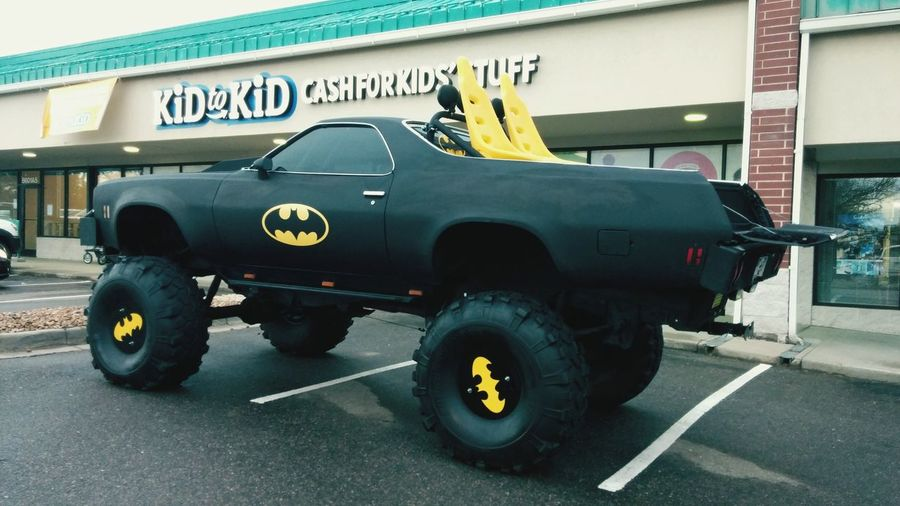 Monster Trucks Batmobile