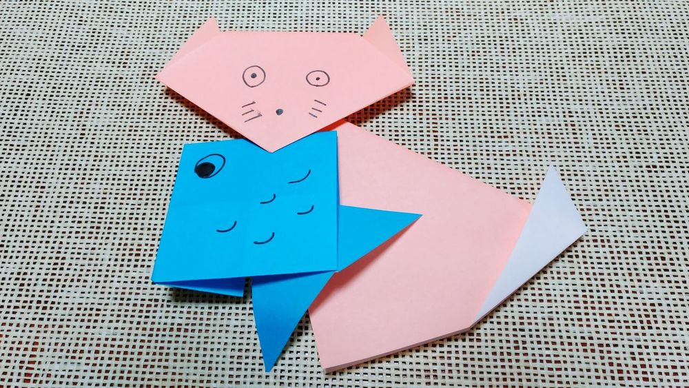 お魚くわえたのら猫 Cute Animal Themes Animal Paperwork Japanese Traditional Japanese Culture Origami Origamicolors Origami Art Papercraft Paper Paper Art Craft Origamiart Origami Time Origami Craft Cats 🐱