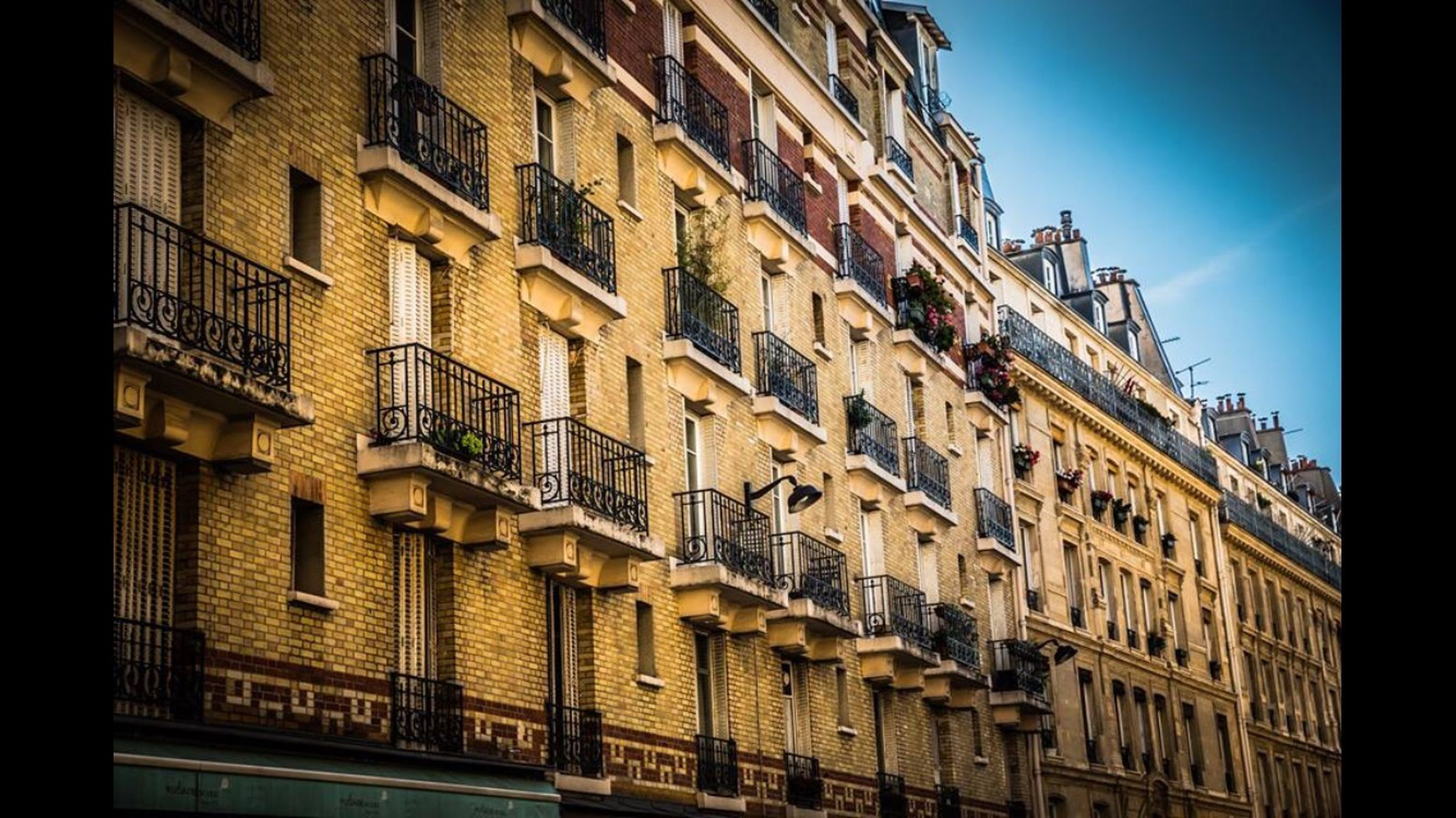 architecture, building exterior, built structure, low angle view, window, building, city, residential building, clear sky, balcony, residential structure, in a row, apartment, no people, outdoors, day, city life, repetition, facade, sky