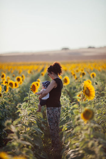 Family Mother Mother & Daughter Mother And Son Sunflower Alentejo Beauty In Nature Casual Clothing Environment Field Flower Flower Head Flowering Plant Freshness Growth Hairstyle Landscape Leisure Activity Lifestyles Plant Standing Sunflower Sunflowers Sunflowers🌻 Sunflower🌻
