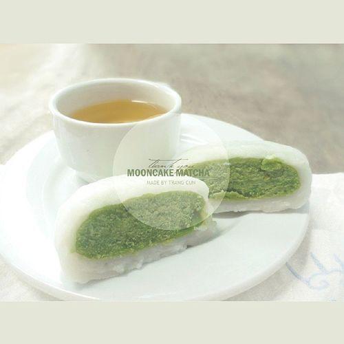Thank you @trangcun92 Mooncake Mid -autumn Autumn Matcha cake taste food greentea tea vsco vscocam instagram thankyou instafood special love yummy tea