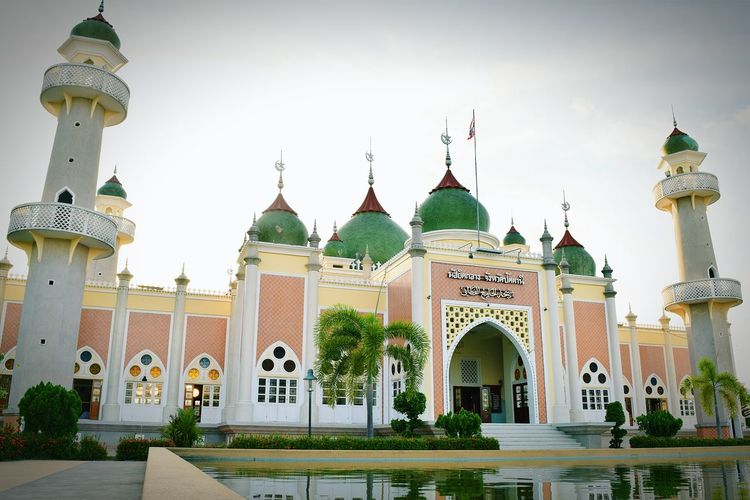 The Architect - 2016 EyeEm Awards Mosgue Central Mosgue Pattani Mosque Thailand Beautiful Mosque Center For Islam Pattani Pattani Province Thailand South Of Thailand Photo Architecture Similarity To The Taj Mahal Of India
