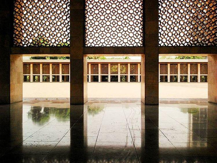Penasaran sama tari balet Pelataran Istiqlal gede banget '_' Masjid Istiqlal Pelataran Arsitektur Istiqlalmosque Mosque Patio Architecture