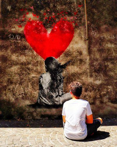 Che cos'è un figlio? La sincronia di due cuori. (Alain) Padova Italy Italia Padua Igerspadova Veneto Ig_padua Igersitalia Igersveneto Picoftheday Instapadova Ig_italia Ig_veneto Arquapetrarca Photooftheday Luce Instaitalia Sunset Visitveneto Loves_veneto Volgoveneto Relax Volgopadova Volgoitalia Gita Ig_padova Men Red Love Rear View Sitting Heart Shape Street Art ArtWork Art Spray Paint Mural Paint Can Spray Bottle Scribble Graffiti Drawn Art And Craft Looking Through Window
