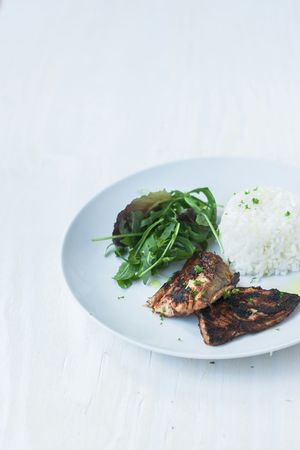 Grilled mackerel with rocket salad and boiled rice. Diet food. Diet Dietfood Simplicity Salad Fish Slimming Simple Easy Tasty Scarcity