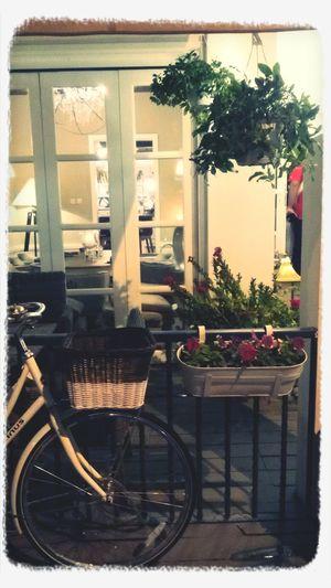 Beautiful cafe wid tasty food