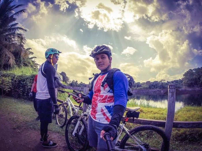CyclingUnites Bukittimah Bicycle Trail Ubin Ubin Island Pulauubin Transportation Full Length Casual Clothing Leisure Activity Lifestyles Childhood Land Vehicle Boys Mode Of Transport Portrait Person Togetherness Sunlight Looking At Camera Friendship Elementary Age Smiling Front View Bonding