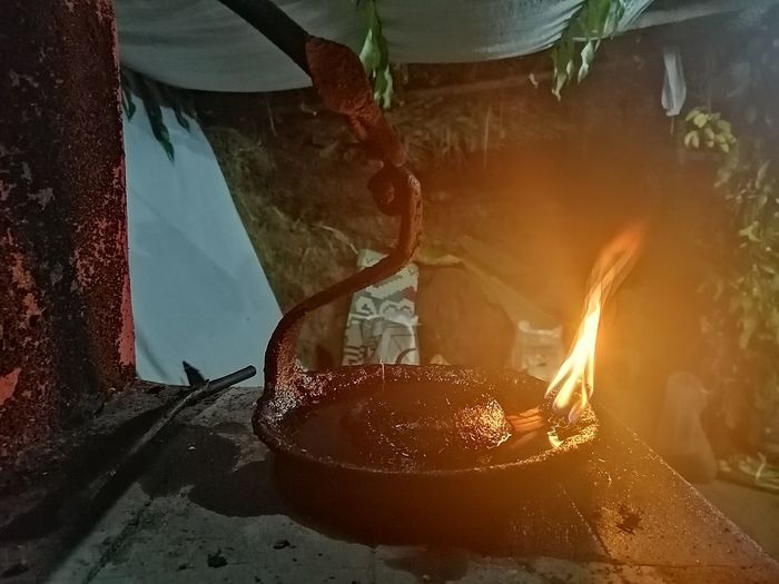bhoota kola South India Traditional Festival Culture Belief Night Nightphotography Tulunaadu Dhakshina Kannada Beauty Bhoota Kola Lamp Deepa Kaibelaku Destruction Close-up Fire Burning Flame
