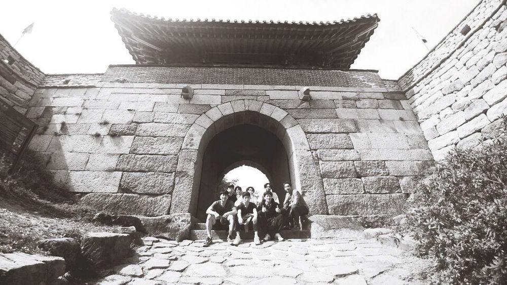 컨셉사진 봄소풍 수학여행 금정산 등산 동문 추억 1990s 남자들 징글징글