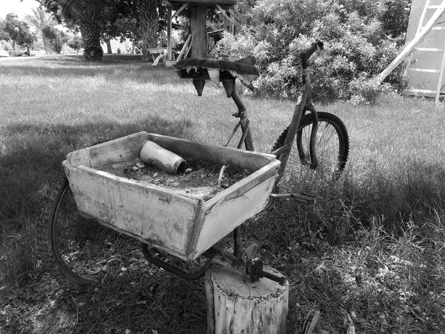 An old bike. Oo Mobilephotography Leica HuaweiP9 Blackandwhite Bike