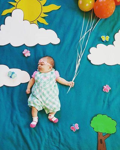 Up, up and away Railey baby! Happy 6 weeks! Raileyholland Raileymichayla Ballooonbaby Cutebabypic Homemadebabypic Rairai Raileyroo Awesomebabybackgrounds Iloveher Mydaughter