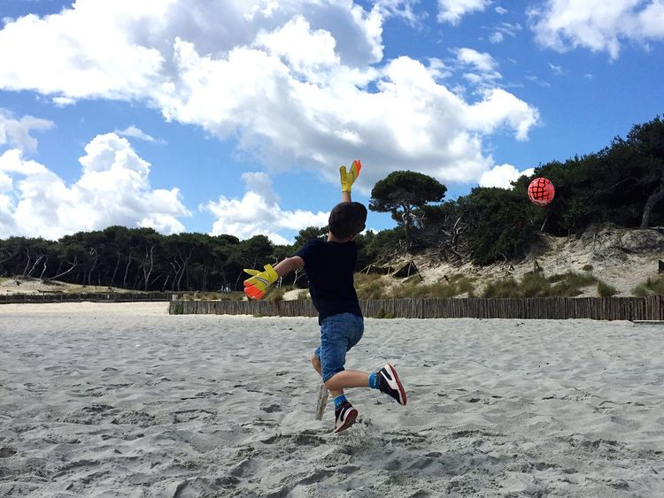 Adventure Club Football Beachphotography Beach Life Beach Day ShotOniPhone6 Sport Sports Photography Summertime Ball Balloons Redball Clouds And Sky Champion Gioco Funny Goals Tuffo Pallone Soccer⚽ Soccer Life Soccer Ball SoccerTime Soccer Player Soccer Practice
