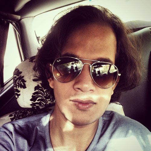 Tuesday ? Nah let's Call it a Goodhairday ... It is a GoodMorning afterall ... ;) selfie shades chilling morning Ifeelgood Farigh