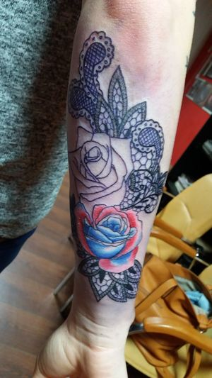 Lace with roses - in progress - custom tattoo ○ - s8eight@gmail.com Tattoo Aquarell Roses Lace Lovemyjob Red Blue Blacklace
