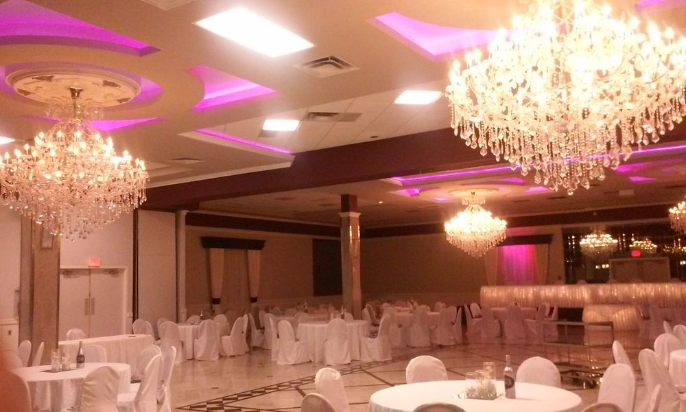Illuminated Indoors  Luxury Lighting Equipment No PeopleLights Chandelier No Filter Architecture Reception Area No Filter, No Edit, Just Photography 3XSPhotographyUnity Reception Hall Table Decoration 3XSPUnity Colors Crystals Crystal Chandelier Tables And Chairs Wedding No Filter No Edit Lighting No Filter Needed Dance Floor Event