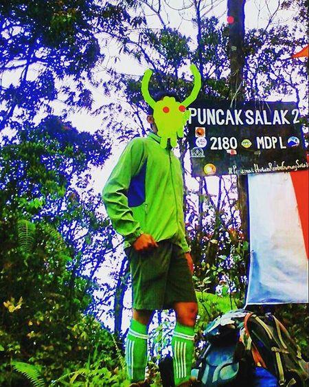@dianrangerbiru Ditungguin The Green Ranger di puncak Gn. Salak 2.. . . Indosat_adventurer