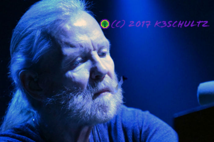 Day 73: Gregg Allman I was so sad to hear that Gregg Allman cancelled his 2017 dates. What a talent. 365DaysOfAwesomeness PhotographyProject Day 73 GreggAllman Concert Photography Musicphotography