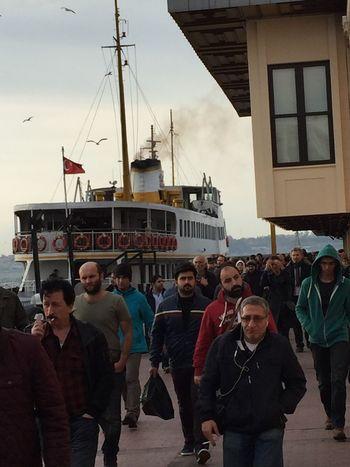 Kadıköy Vapur Iskelesi Iş çıkışı  Yorgun Insanlar 🙌