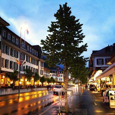 숙소까지 가던 길에 순간 멈추고 찍었다. 동화나라 같았던 인터라켄의 야경. 눈이 맑아지는 것같아요. Interlaken Switzlerland Swiss 인터라켄 스위스 Night Evening