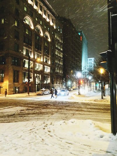 Snowy Intersection at Night (2015/02/06) Urbanphotography Nightphotography Montréal Quebec Canada Winter