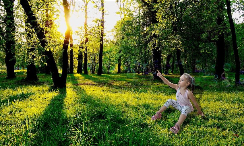 I sorrisi più sinceri della vita di un essere umano... Forest Park Green Grass Green Color Tree Tranquil Scene Leisure Activity Nature Tranquility Full Length Beauty In Nature Casual Clothing Field WoodLand Scenics Day Growth Non-urban Scene Outdoors First Eyeem Photo