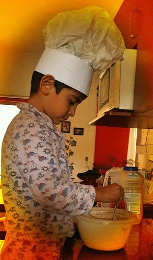 Mi Chef favorito. pancakes a la orden!!!.... Chef Life Childhood Memories Baking Time Kids Chage The World Future Generation Cooking At Home Home Interior Summer Exploratorium