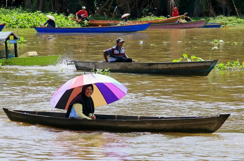 Umbrella colour Capture Tomorrow Rowing Water Nautical Vessel Oar Men Occupation Women Kayak Sitting River Longtail Boat Boat Asian Style Conical Hat