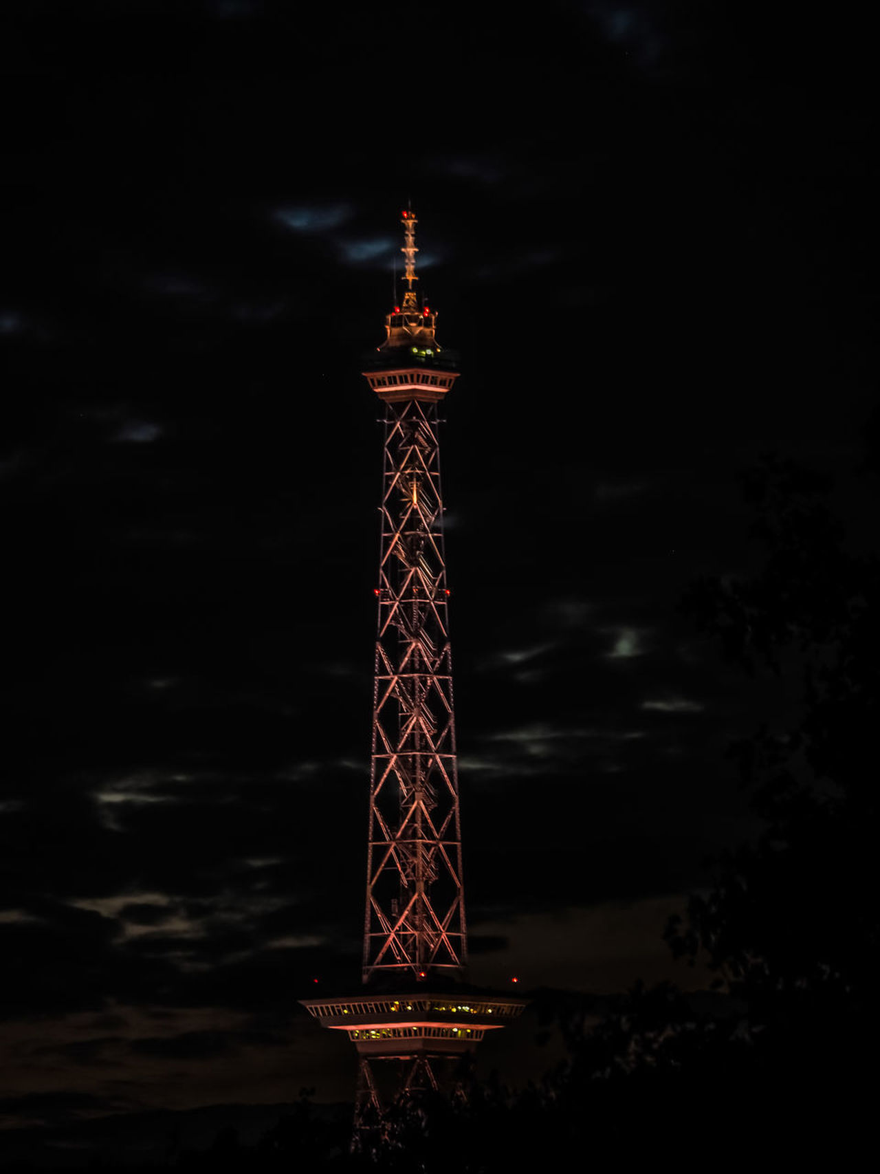 Funkturm / TV Tower Berlin Cloud - Sky Sky No People Nature Building Exterior Architecture Outdoors Communication Built Structure Global Communications Funkturm Funkturm Berlin Illumination Illuminated Clouds Night Nightphotography