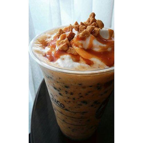 Ada kesegaran dibalik tirai.. Starbucks Cibubur Jakarta INDONESIA Orange Drink
