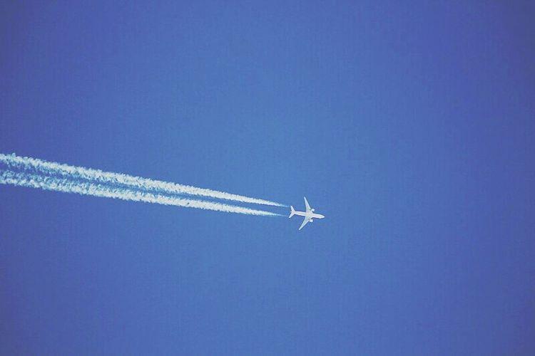 Jumbojet Aeroplane Vapor Trail Flying