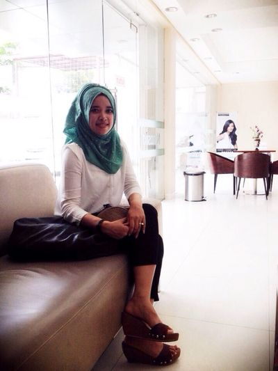 Hanging Out Taking Photos Hello World Enjoying Life Hi! Check This Out That's Me Cheese! Relaxing Gadisbatipuh Hijabfashion Hijab Hijabstyle  Perempuanindonesia Journey Quality Time Having Fun Getting Inspired Im A Muslim