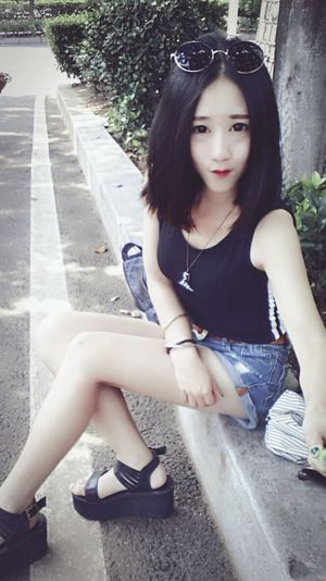 Im Coming Sexygirl That's Me Modelgirl Babygirl Faces Of EyeEm Hanging Out Pretty Girl Hello World On The Road