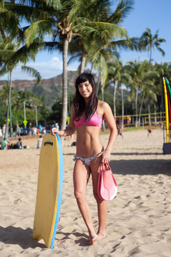 Bodyboarder Diverse Faces Surfergirl  Surfing Bodyboarder Bodyboard BodyBoarding City City Life Fashion Honolulu, Hawaii Individuality Portraits Sidewalk Sunny Accessories Alohastate Apparel Beachwear Clothing Ethnic Honolulu  Islandstyle Multi Cultural Portrait Shoes Street Fashion Streetphotography Style Urban Young Adult