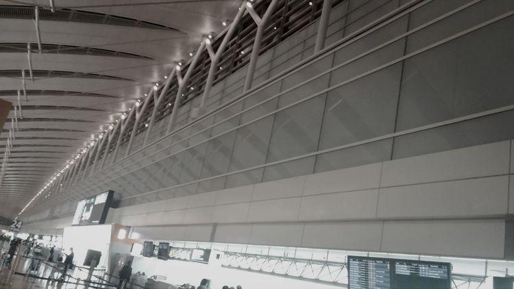 建物 出張 Black & White Airport