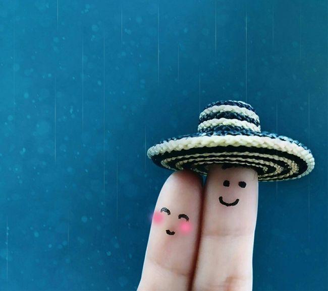 Smiling Love Finger Painting Standing True Friendship ❤ Beach Hat