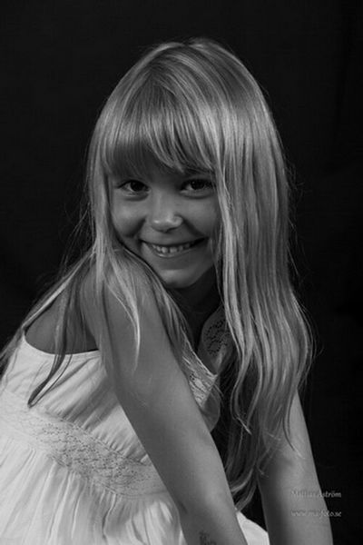 Tove is a lovely little girl. Friends daughter. See more or join a session.... www.ma-foto.se or kik : mafoto Children Child Kid Kidsphotography Childrenphoto Childphotography Sweet Child Littlegirl Little Girl Daughter Little Sister Cute Girl Smiling Sweet Cute Happykid Studio Photography Black And White Photography Nikonphotography Photographer Swedish Sweden Sister Girly Playful