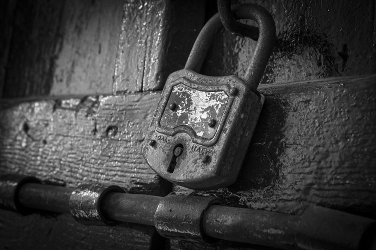 Antico lucchetto Close-up Metal No People Black And White Decadence Dark Composition Lock Old Still Life