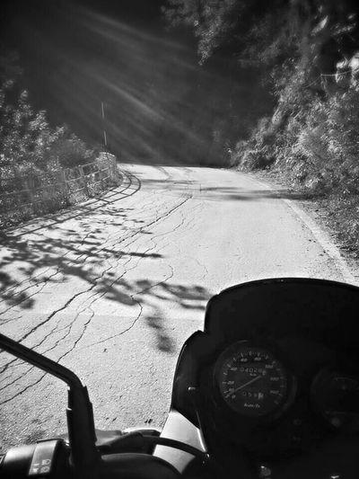 Cerco un nastro d'asfalto che corre dritto verso il blu...!!! Blu Verso Il Blu ...!!!on The Road Mountains Italia Mountain Estate Sky