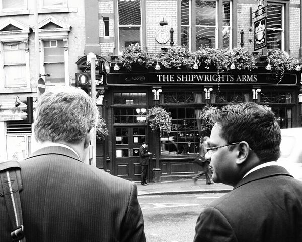 Off to the rub a dub. Streetphotography Streetphoto_bw London Pub London Lifestyle