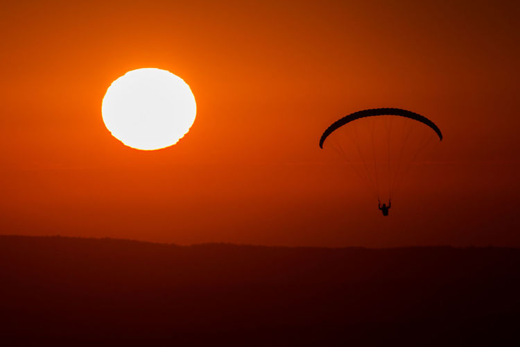 Sunset Paragliding Extreme Sports Parachute Flying Sunset Pilot Piloting Adventure Air Vehicle Stunt Person Fly Dramatic Sky