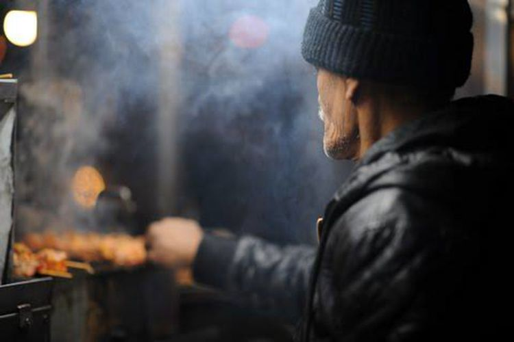 The Street Chef Chef Street Streetphotography Street Photography Street Life Street Food Worldwide One Man Only Men Close-up One Person Vendor Food Food Cart Food Photography Cooking Cooking Life Smoke Urban Lifestyle Middleeasternfood Middleeasternman Smokey Meat City Life Urbanphotography