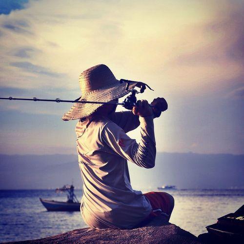 Pescador em Ilha Bela Enjoying Life