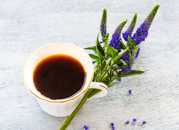 Freshness Flower Flowering Plant Plant Drink Cup Refreshment Nature Food And Drink Table Mug Tea Close-up No People Hot Drink Beauty In Nature Purple Tea - Hot Drink Wood - Material Still Life Tea Cup Flower Head